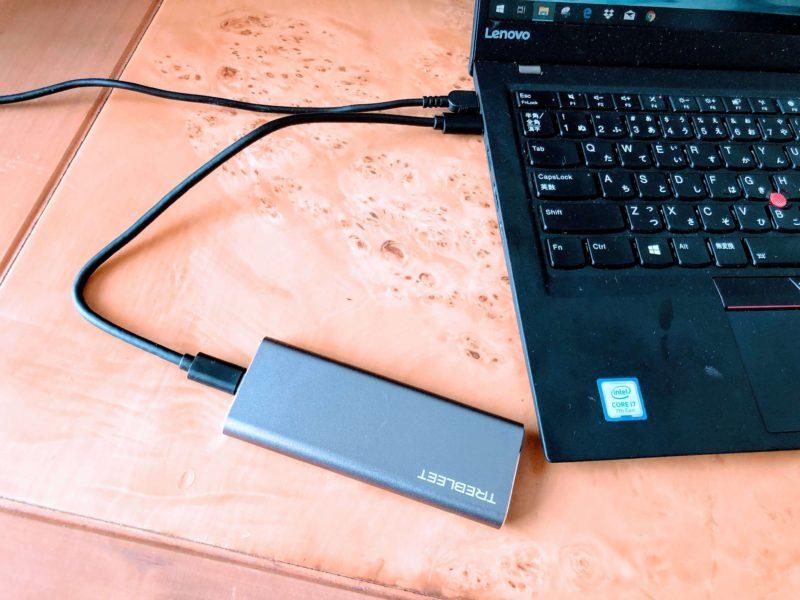 SSDケースをPCに繋ぐ