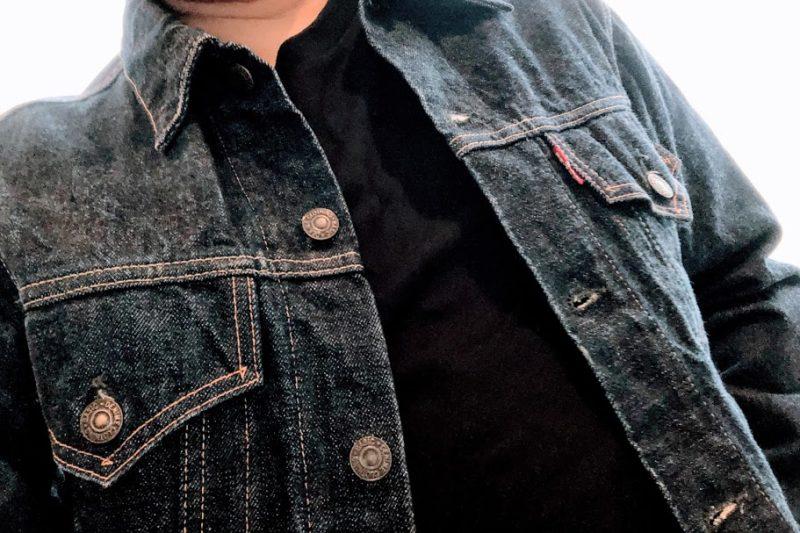 ジージャンのインナーにブラックTシャツ