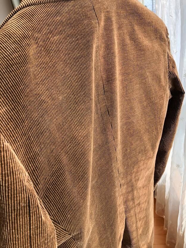 茶色のコーデュロイジャケット